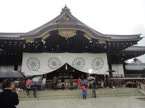 雨の靖国神社