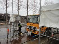 東京が受け入れる災害廃棄物は搬出前に放射線の測定を行います
